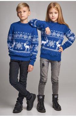Новогодние вязаные детские свитера для двоих Снежинки с оленями синие
