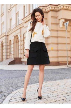 Чорна спідниця а-силуету з накладними кишенями