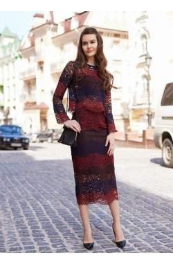 Кружевной топ и юбка красного цвета