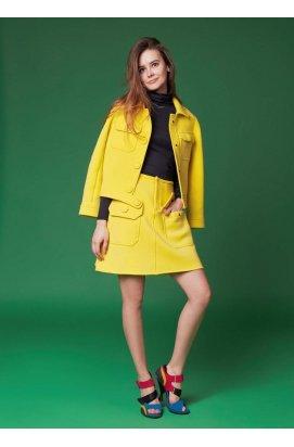 Желтая юбка а-силуэта с накладными карманами